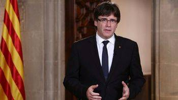 Puigdemont denuncia un 'golpe' en Cataluña, pero evita amenazas independentistas