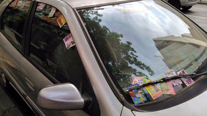 Publicidad de prostitución en los coches