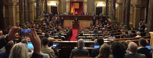 Movilización de ayuntamientos catalanes contra la