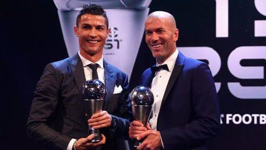 El Real Madrid, Cristiano Ronaldo y Zidane reinan en los premios mundiales de la FIFA