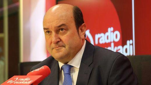 Hasta el PNV pide a Puigdemont elecciones y dejar atrás la amenaza de la DUI