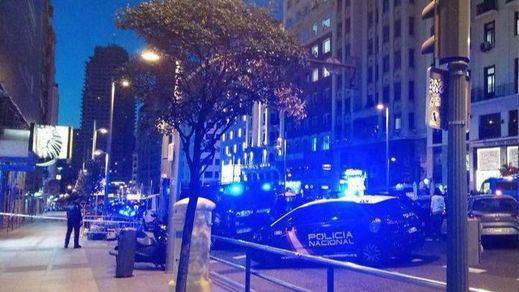 Psicosis terrorista en el centro de Madrid tras abandonar un hombre un coche en plena Gran Vía