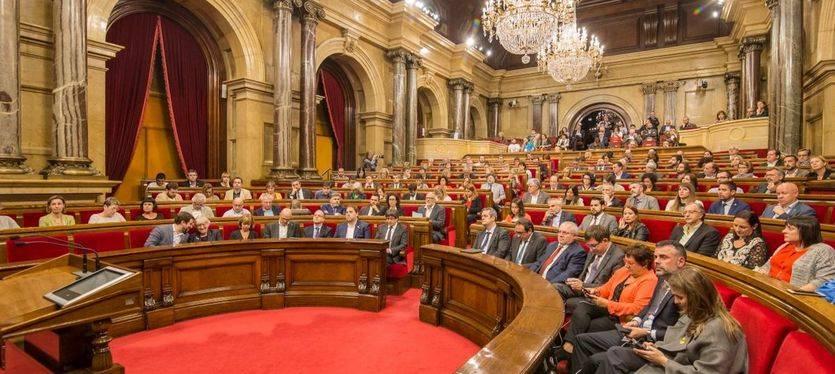 El Parlament aprueba la resolución que declara la independencia