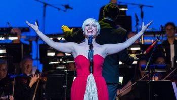 Pasión Vega: '40 quilates' de eclecticismo, genio y alma a raudales en el Teatro Real