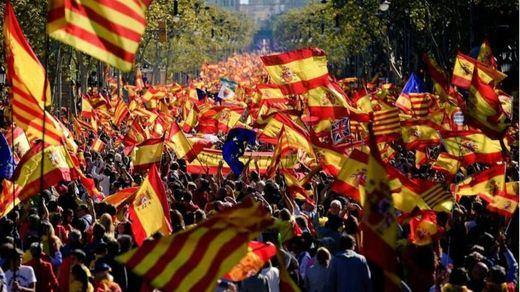 Barcelona proclama 'todos somos Cataluña' en la marcha por la unidad nacional