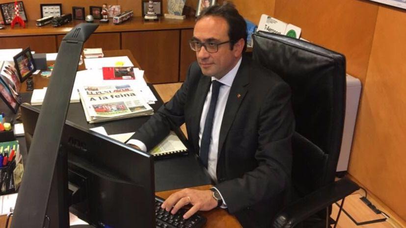Cataluña se rinde a la legalidad y Forcadell da por disuelto el Parlament