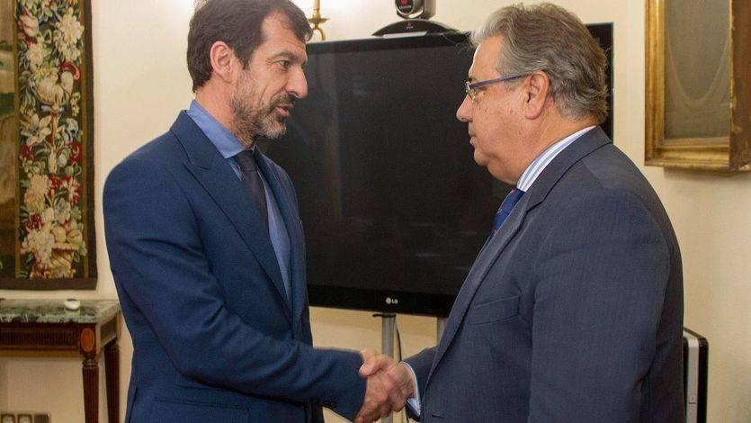 El ministro del Interior, Juan Ignacio Zoido, y el jefe de los Mossos d´Esquadra, Ferran López