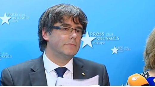 Puigdemont plantea un gobierno catalán en el exilio, no pide asilo y da validez a las elecciones del 21-D
