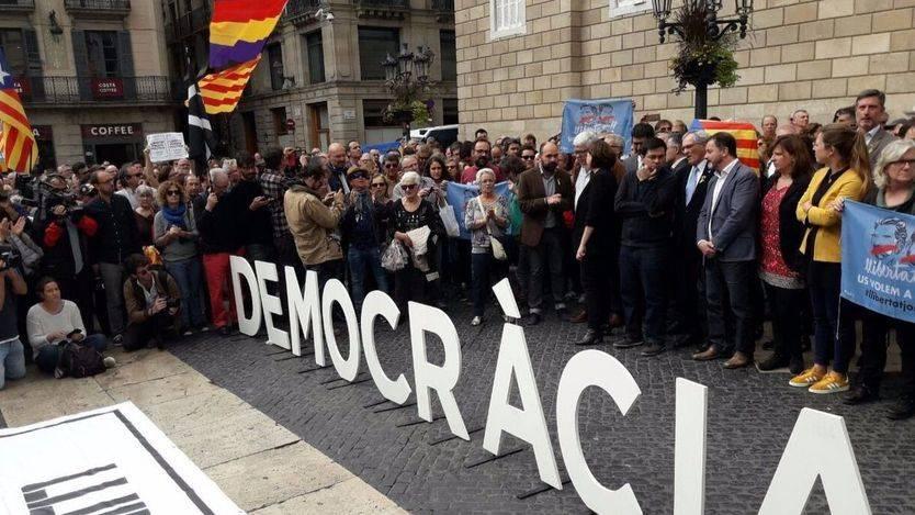 La izquierda pide 'libertad de los presos políticos' y se aleja de los 'constitucionalistas' PP-PSOE-Cs