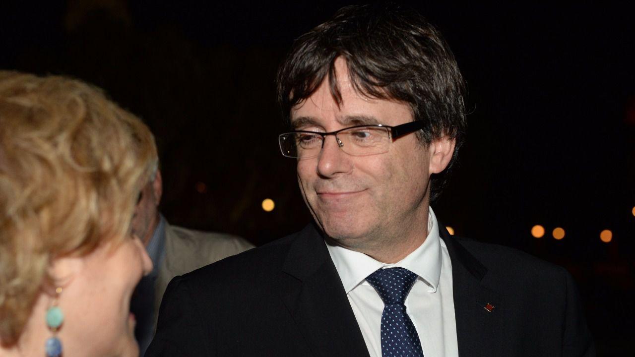 Puigdemont ya está preso: él y sus ex consellers se entregan voluntariamente para evitar la imagen de la derrota