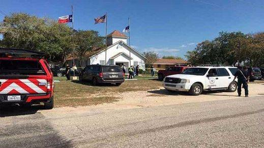 Otro tiroteo en EEUU acaba con decenas de vidas: 26 muertos en una iglesia baptista de Texas