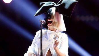 Sia sube una foto donde sale desnuda para chafar la exclusiva a los paparazzi
