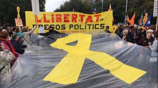 Miles de personas vuelven a tomar las calles de Barcelona por la libertad de los