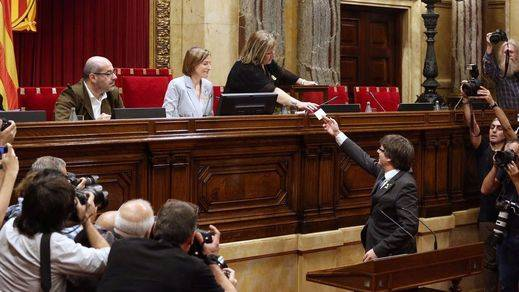 'Triquiñuelas' de los miembros de la Mesa del Parlament para demostrar que NO se votó la Declaración de Independencia