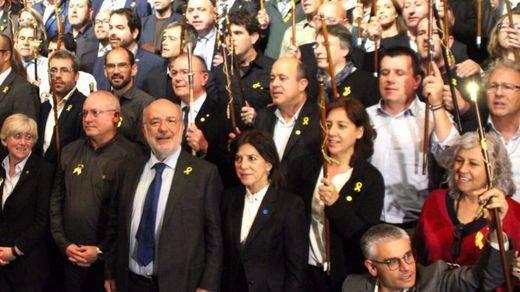 Hacienda pide que la Fiscalía investigue el viaje a Bruselas de los 200 alcaldes independentistas