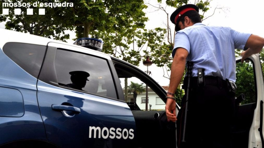 Expedientan al Mosso que escolta a Puigdemont en Bruselas