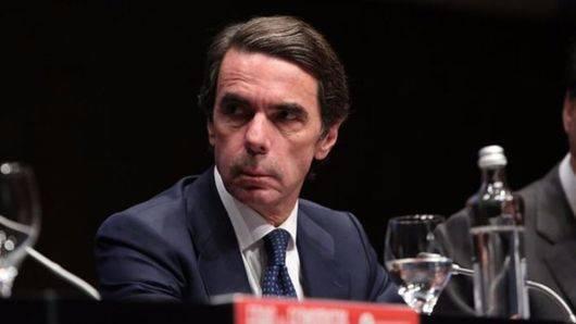 Aznar va señalando la puerta de salida a Rajoy: '8 años son suficientes'