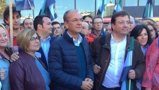 Miles de extremeños, con PSOE, Podemos y PP unidos, exigen en Madrid 'un tren digno' para su tierra