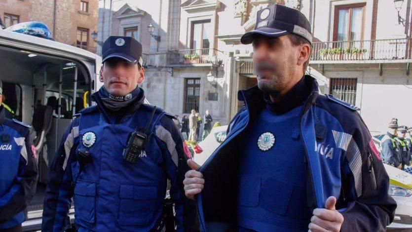 Sin placa ni arma los policías madrileños que ensalzaron a Hitler y desearon la muerte de Carmena