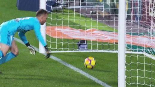 El gol de Messi que todo el mundo vio pero que el asistente y el árbitro se tragaron (vídeo y memes)