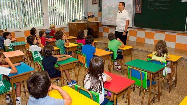 El 'gobierno provisional' de la Generalitat convoca 2.000 plazas de profesores para Cataluña