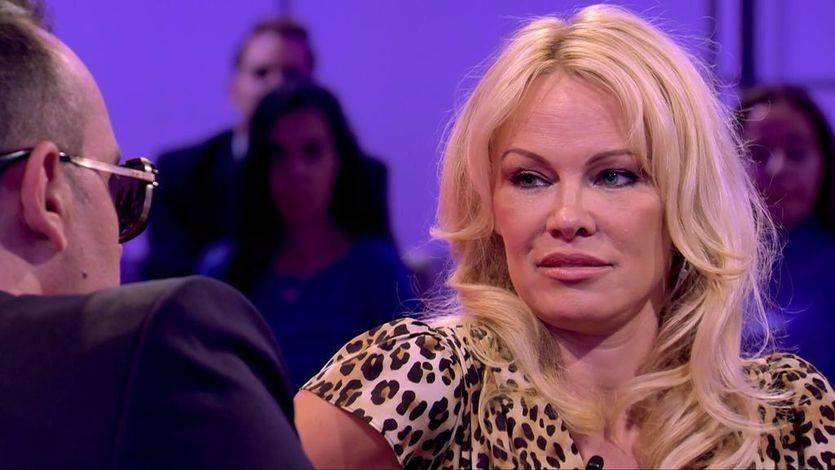 Pamela Anderson reconoció a Risto que no sabe nada sobre Cataluña
