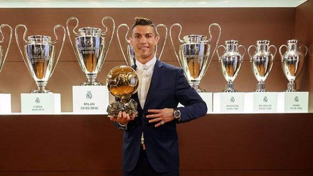 Cristiano Ronaldo recibirá hoy su quinto Balón de Oro y empata con Messi