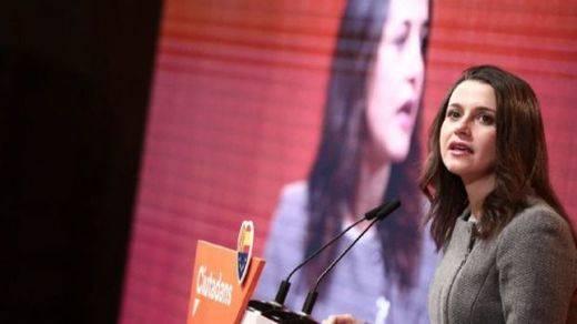Arrimadas insiste en su estrategia de cargar contra Iceta: supondría alargar el proceso independentista