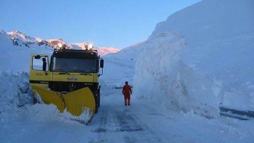 España recibe a la borrasca 'Ana', que traerá en exceso y con violencia el agua y la nieve que han faltado durante meses