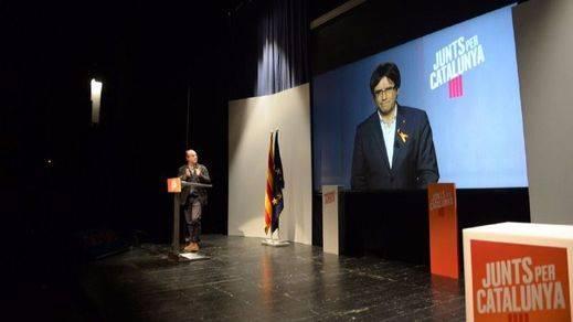 Puigdemont establece al PSC como su gran rival electoral cargando contra Iceta