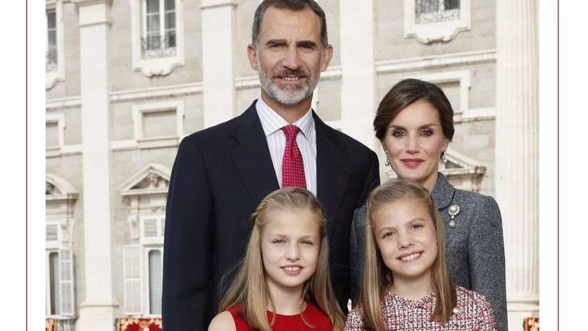 Los Reyes junto a la Princesa de Asturias y la Infanta Doña Sofía