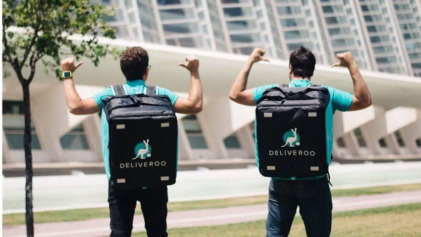 Los repartidores ganan el primer asalto laboral a Deliveroo