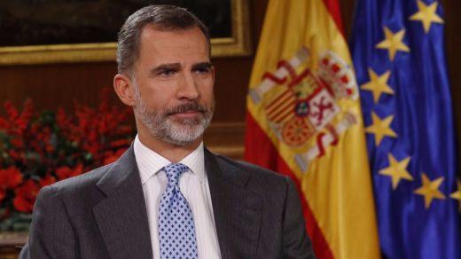 El rey reclama actualizar España e impedir que las ideas distancien a las familias tras un