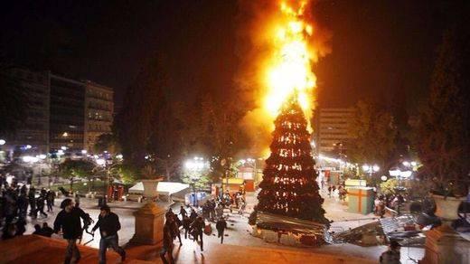 La polémica y ardiente felicitación navideña de IU Madrid sigue levantando ampollas