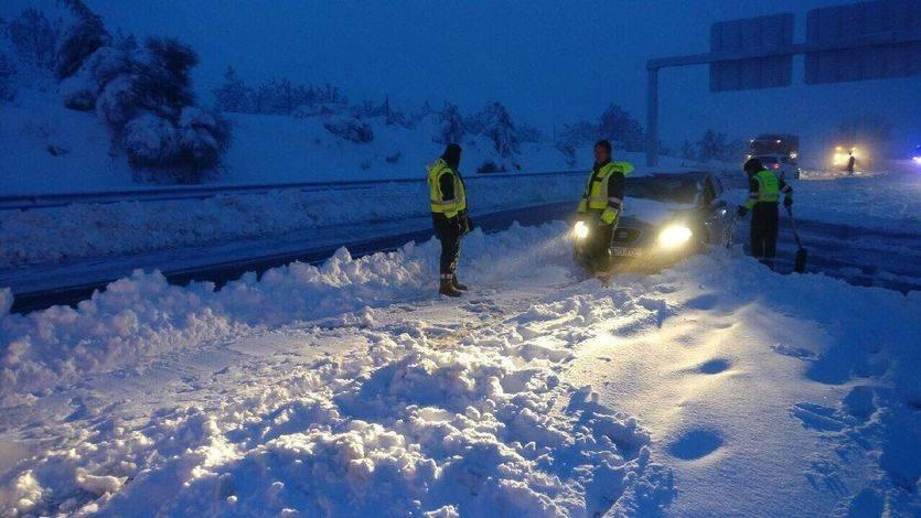 El Gobierno y la DGT despiertan la ira de la ciudadanía tras el caos por el temporal de nieve
