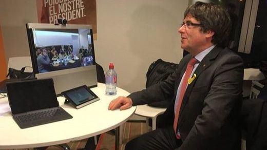 Puigdemont, contra las cuerdas: reunión urgente el viernes en Bruselas para abordar su futuro