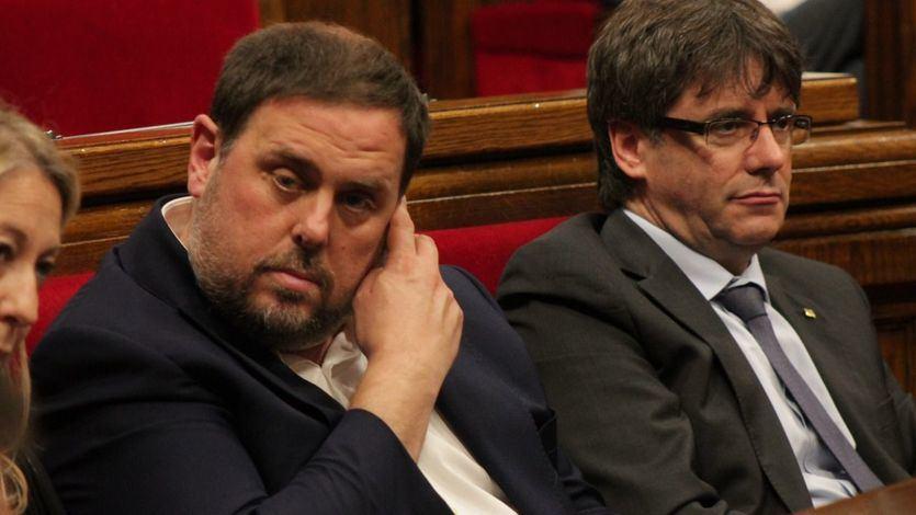 El PDeCAT da detalles del 'pacto' Puigdemont-Junqueras que llevó a uno al exilio y a otro a prisión