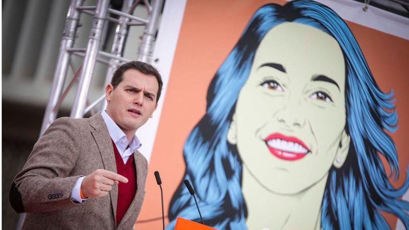 Ciudadanos da un 'sorpasso' al bipartidismo: un sondeo les coloca por delante de PP y PSOE en intención de voto