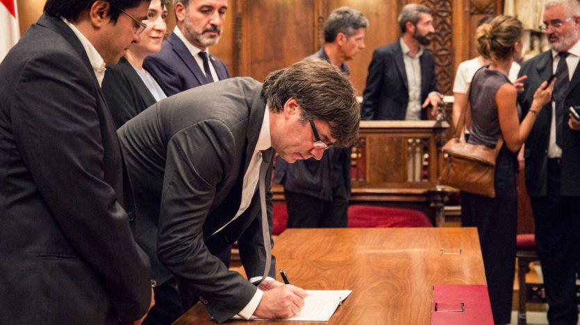 Puigdemont promete acatar la Constitución 'por imperativo legal' y 'actuar con plena fidelidad a la voluntad del pueblo'