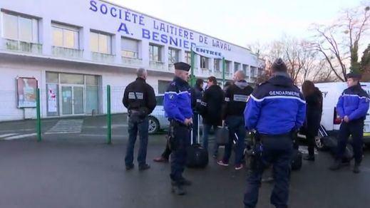 La policía francesa registra fábricas de Lactalis tras el escándalo de varios casos de salmonela