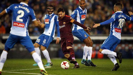 Copa del Rey: el Espanyol por fin bate a un Barça imparable (1-0), y Sevilla y Valencia remontan a Atlético y Alavés (1-2, 2-1)