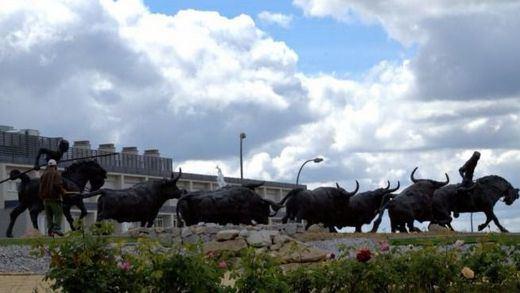 Rotonda de los toros, del escultor colmenareño Manuel Revelles