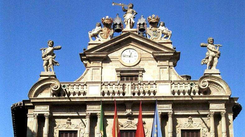 Un gesto histórico: Pamplona, regida por EH Bildu, coloca 2 placas para homenajear a víctimas de ETA