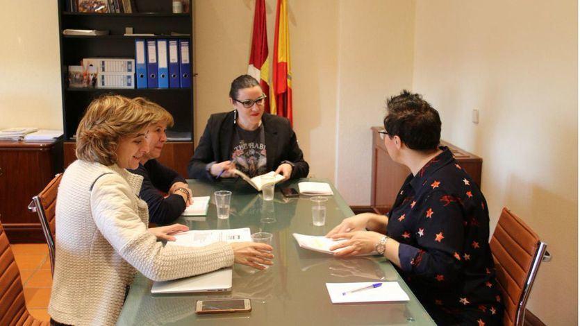 María Diaz (Podemos CLM) reunida con miembros de la Comisión Redactora del Estatuto de Informativos del ente público de Radio Televisión Castilla-La Mancha