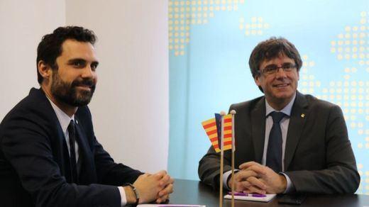 Puigdemont juega al despiste: asegura que tanto la investidura presencial como la telemática están sobre la mesa