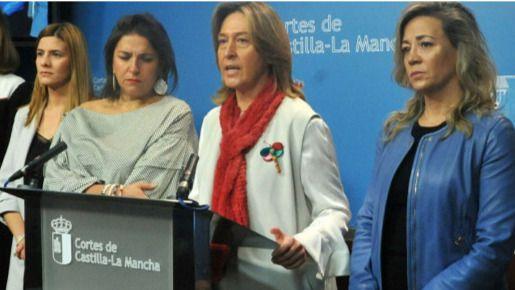El PP: 'Page solo se preocupa por convertir a sus cientos de asesores y a los de Podemos en funcionarios por decreto'