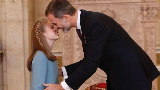 El Rey celebra sus 50 años imponiendo el Toisón de Oro a su heredera, Leonor
