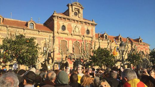 Batalla en el Parlament: 3 manifestantes heridos y 10 mossos contusionados (vídeo)
