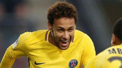 Neymar la vuelve a liar e indigna al fútbol francés con un feo gesto a un rival