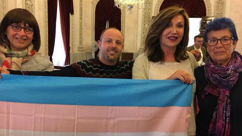 Unidos Podemos registrará en febrero la primera ley integral de transexualidad